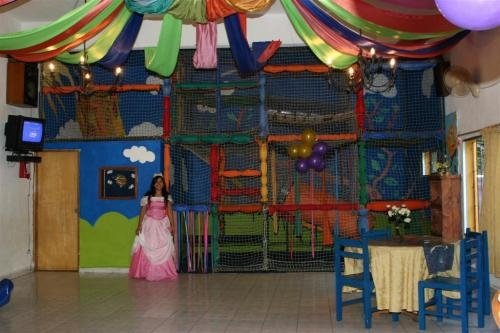 "Salón de fiestas ""mundo encantado"""