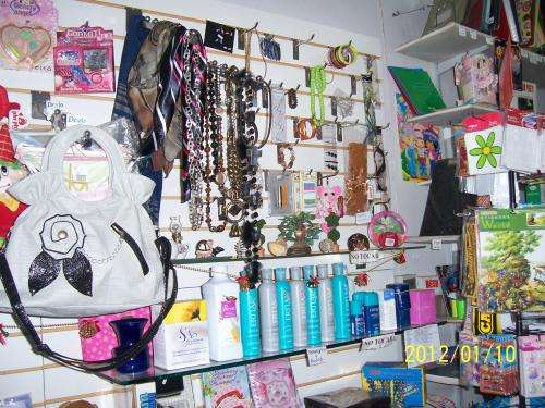 Vendo mercaderias y mobiliarios para salon papeleria kiosko