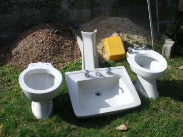 Juego Griferia Para Baño:Juego de baño con griferia blanco completo con griferia y videt color
