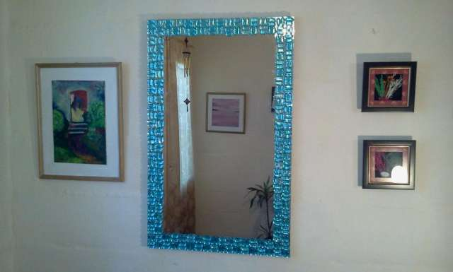 espejos decorados con gemas listos para colgar