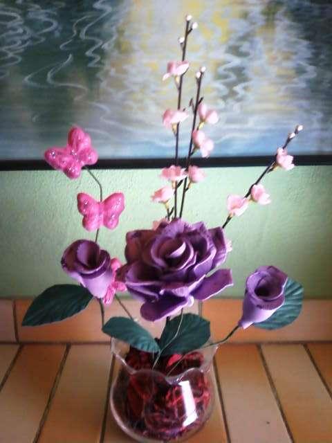 Centros de mesa con flores de goma eva boda - Imagui