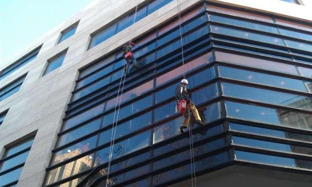 Brillomania limpieza de vidrios en altura