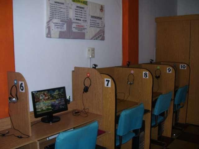 Maquinas computadoras y muebles para cyber  ciber => liquido por