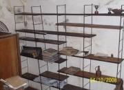 Biblioteca de hierro y madera