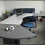 Oficina AMUEBLADA impecable, en edificio de categoría