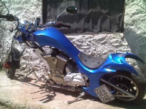 Unica moto chopera