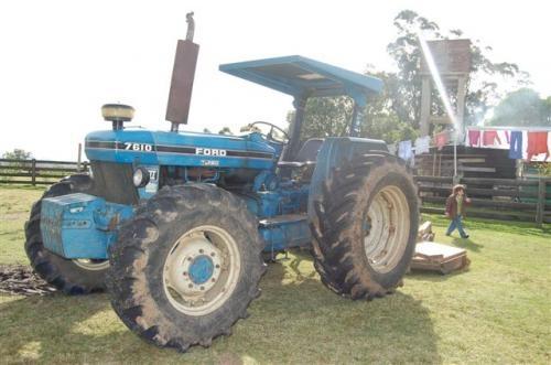 Tractor ford con chirquera