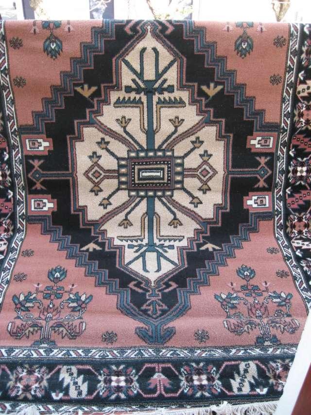Vendo alfombra tipo persa con motivos aztecas en ...