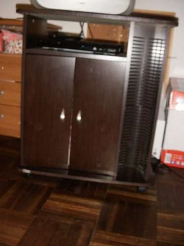 Rack para tv con ruedas con porta cds