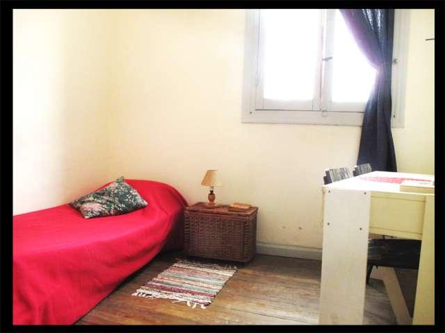 Alquilo luminosa habitación en pleno pocitos
