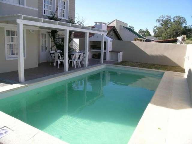 Preciosa casa con piscina ubicada en el corazón de la barra