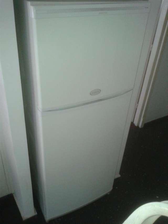 Refrigerador ariston frio seco buen estado.