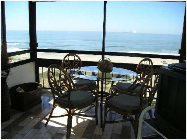 Alquiler anual de apartamento de 3 dormitorios frente al mar