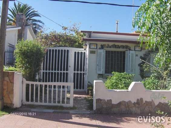Casa a 2 cuadras de playa y de todos los servicios.