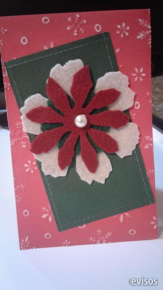 Tarjeta con relieve y aplique flor de fieltro con perla