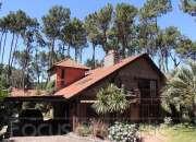 Excelente casa a la venta, Pinares, Punta del Este, con piscina y casa de huéspedes.