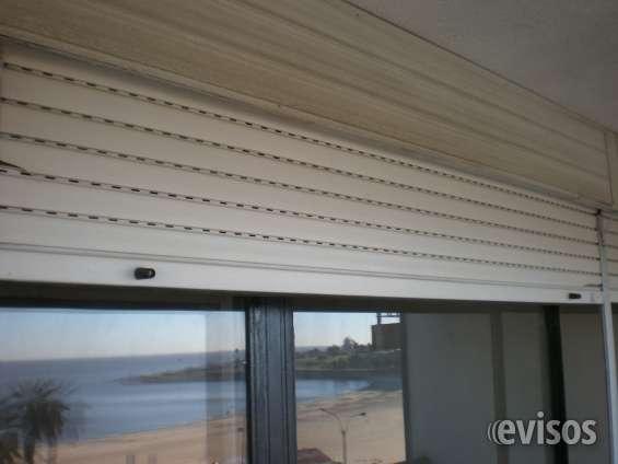 Dormitorio principal con cortina electrica y aire acondicionado