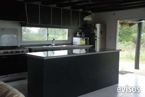Isla de la cocina con amplio espacio