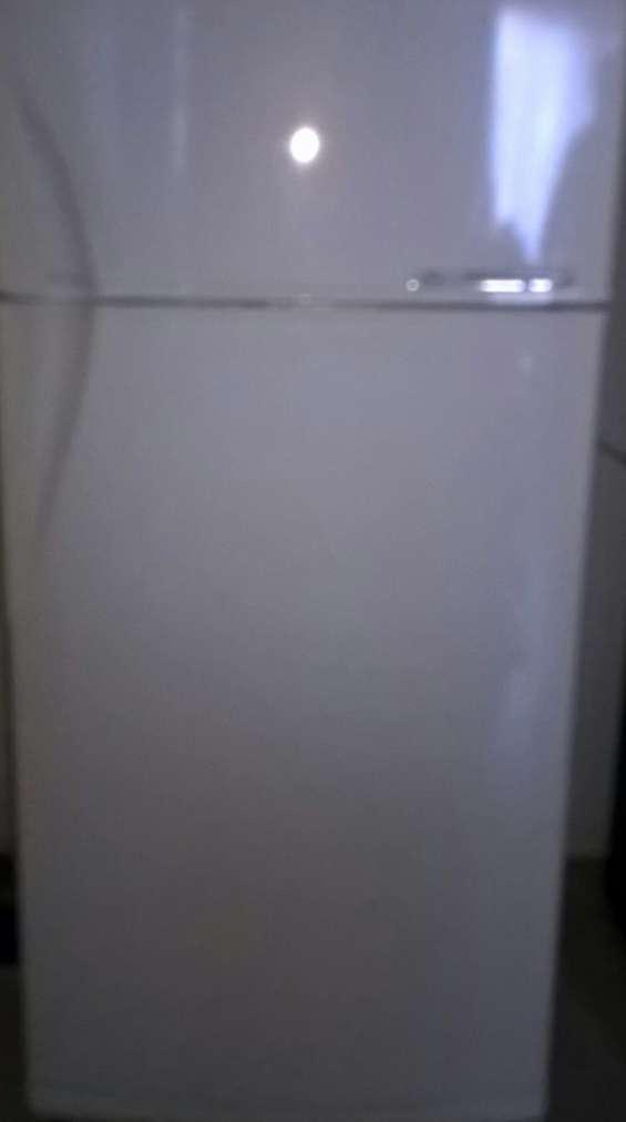 Heladera gafa frio seco de 72cm ancho y 60cm de profundidad