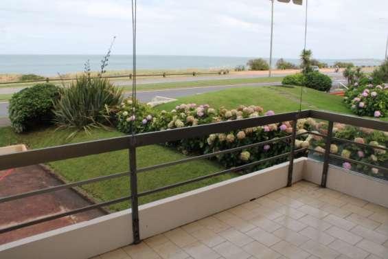 Apartamento con hermosa vista frente al mar y parrillero propio. -