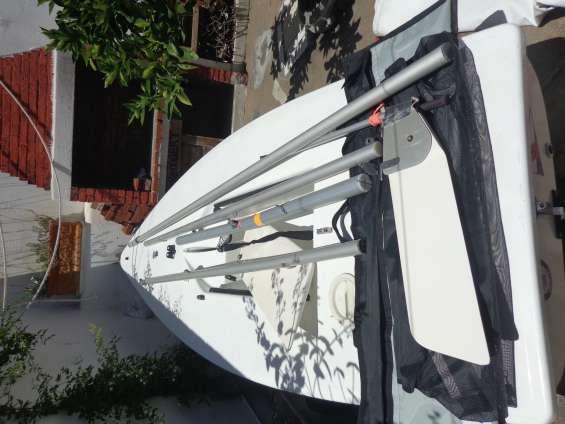 Velero laser 4.7 excelente estado, va con trailer de aluminio para varadero