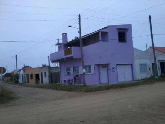 Duplex bien comunicado a metros de la playa