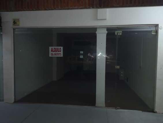 Alquilo local comercial de 46 m2 torre artigas