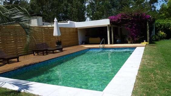 Hermosa cabaña con piscina a 3 cuadras del mar