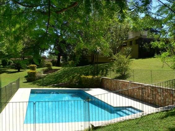 Mansa a 5 cuadras del mar 3 dormitorios con piscina climatizada y gran jardin