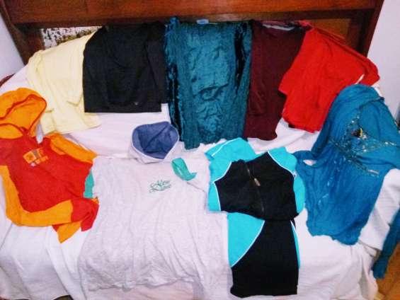 Remeras y blusas en oferta y un equipo deportivo sin uso talle m