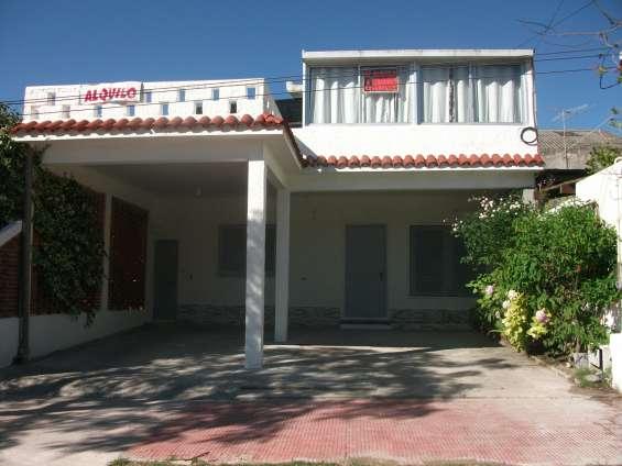 Vendo excelente casa 2 plantas a 2 y 1/2 de la playa pleno centro