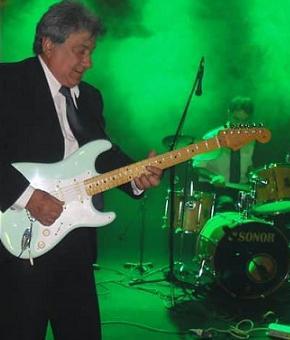 Se busca 1º guitarra para tributo a los iracundos y …