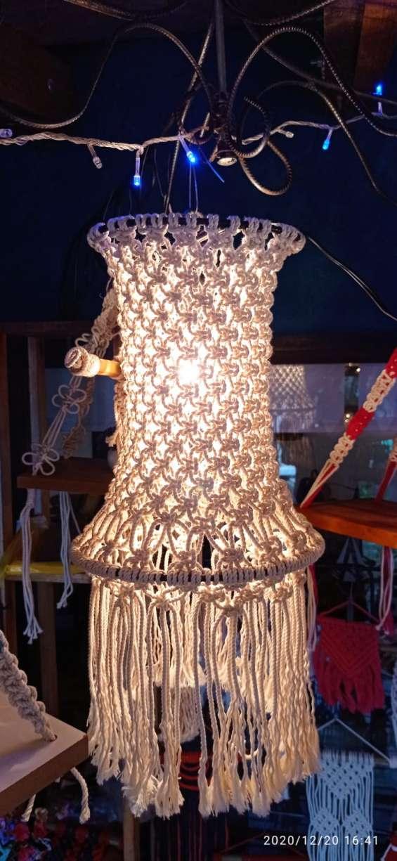Lámpara colgante en hierro y macramé